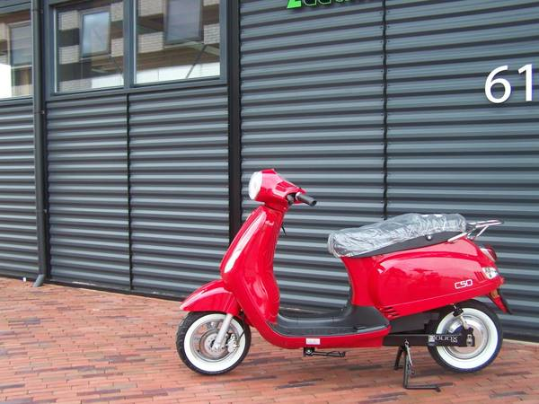 scooter electrique rouge